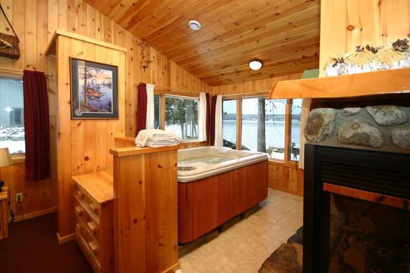 Gunflint Lodge Romantic cabin with hot tub