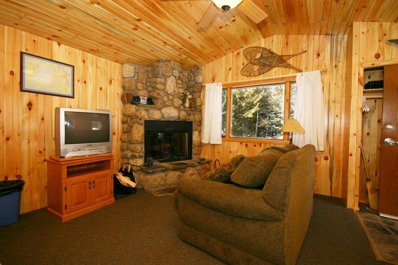 Gunflint Lodge Romantic  Cabin 25_livingroom